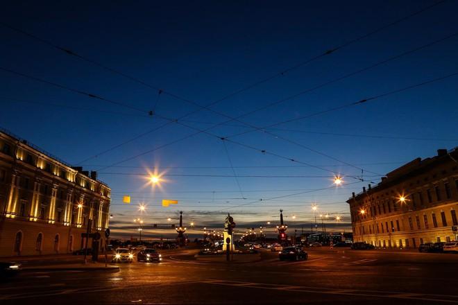 Chiêm ngưỡng đêm trắng độc đáo ở nước Nga - Ảnh 2.