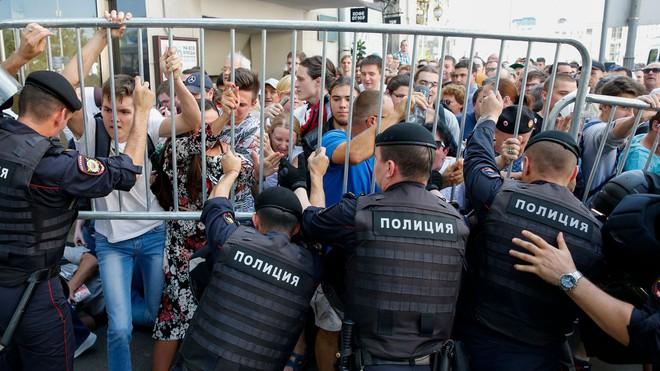 Levada công bố kết quả khảo sát gây sốc: Bao nhiêu người Nga còn tin tưởng ông Putin? - Ảnh 2.