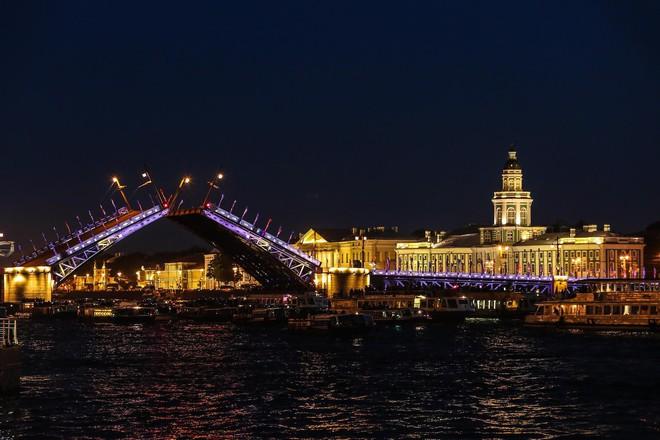 Chiêm ngưỡng đêm trắng độc đáo ở nước Nga - Ảnh 12.