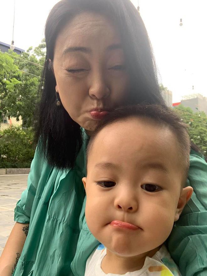 Mẹ chồng ca nương Kiều Anh xác nhận mang thai đôi ở tuổi 47 - Ảnh 4.