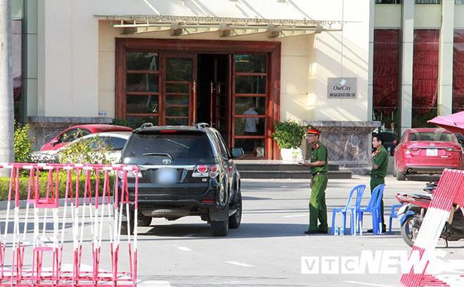 Ảnh: Công an túc trực ngày đêm tại sào huyệt đánh bạc 10.000 tỷ đồng của người Trung Quốc ở Hải Phòng - Ảnh 3.