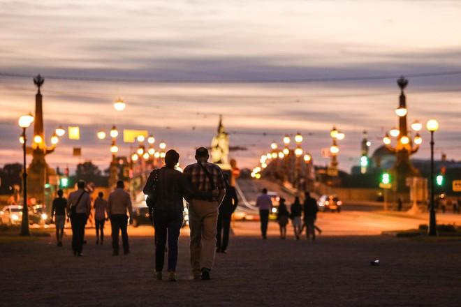 Chiêm ngưỡng đêm trắng độc đáo ở nước Nga - Ảnh 4.
