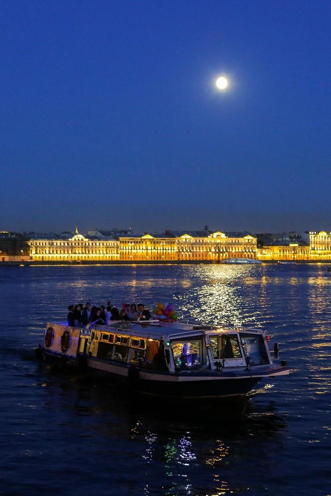 Chiêm ngưỡng đêm trắng độc đáo ở nước Nga - Ảnh 6.