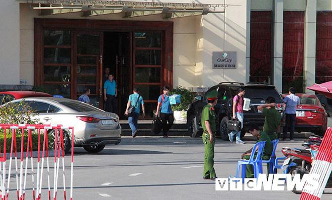 Ảnh: Công an túc trực ngày đêm tại sào huyệt đánh bạc 10.000 tỷ đồng của người Trung Quốc ở Hải Phòng - Ảnh 7.