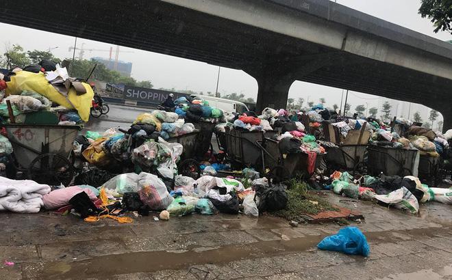 Dân tiếp tục chặn xe vào bãi rác Nam Sơn sau đối thoại, rác trong nội đô tràn xuống đường