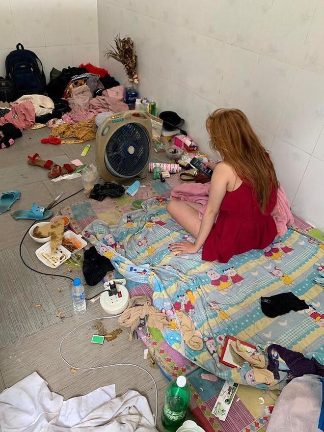 Căn phòng của một hot girl bẩn đến mức khiến bạn sang chơi hoảng sợ - Ảnh 2.