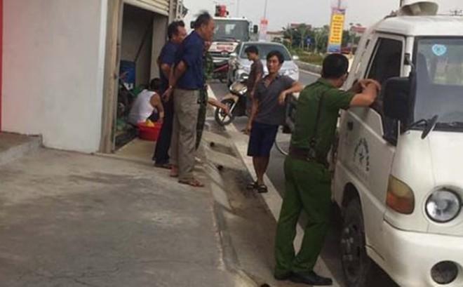 Va chạm giao thông, giám đốc doanh nghiệp rút súng dí vào đầu tài xế xe cẩu