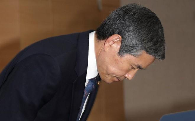 Bộ trưởng Quốc phòng Hàn Quốc cúi đầu xin lỗi vì để 'lọt' tàu cá Triều Tiên