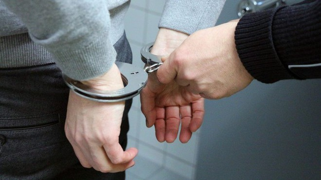 Liên tục làm tắc bồn cầu trong toilet nữ của công ty, gã trai có sở thích lạ phải ngồi tù 5 tháng, nộp phạt hơn trăm triệu - Ảnh 2.