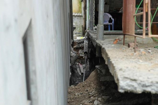 Cận cảnh ngôi nhà 2 tầng khang trang bất ngờ bị hố tử thần nuốt - Ảnh 6.