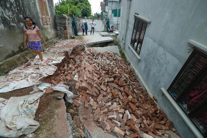 Cận cảnh ngôi nhà 2 tầng khang trang bất ngờ bị hố tử thần nuốt - Ảnh 7.