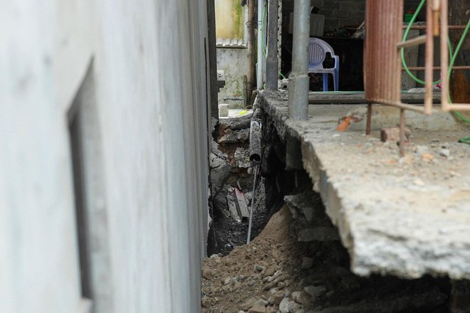 Cận cảnh ngôi nhà 2 tầng khang trang bất ngờ bị hố tử thần nuốt - Ảnh 10.