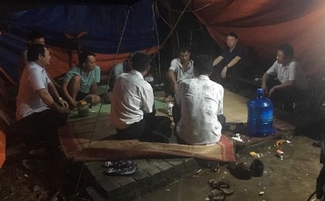 Dân tiếp tục chặn xe vào bãi rác Nam Sơn, nhiều nơi ở Hà Nội không thu gom rác nữa