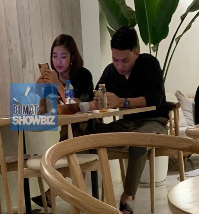 Lộ ảnh Hoa hậu Đỗ Mỹ Linh được bạn trai hôn trong quán cà phê - Ảnh 3.