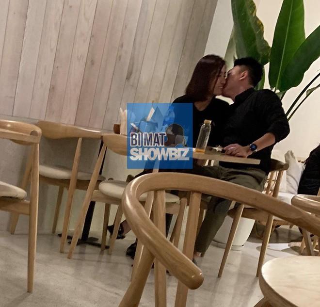 Lộ ảnh Hoa hậu Đỗ Mỹ Linh được bạn trai hôn trong quán cà phê - Ảnh 4.
