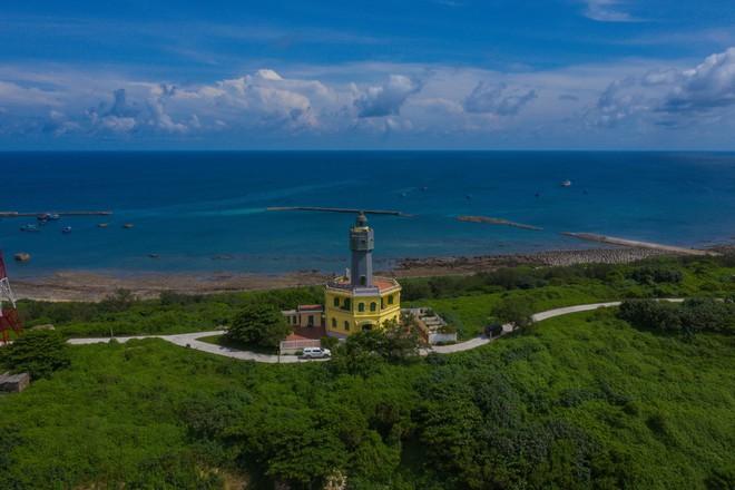 Nơi đảo xa - bộ ảnh biển đảo hùng vĩ của Tổ quốc dọc theo hành trình 3000km - Ảnh 2.