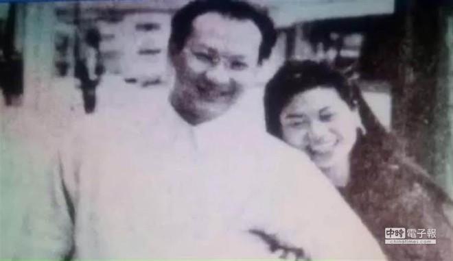 Vụ án nữ tiếp viên bị giết trong bồn tắm ở Hong Kong: Hung thủ chỉ ngồi tù 2 năm và câu chuyện xoắn não đằng sau gây phẫn nộ - Ảnh 2.