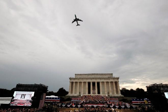 """Mỹ khoe dàn vũ khí """"khủng"""" trong ngày Quốc khánh - Ảnh 1."""