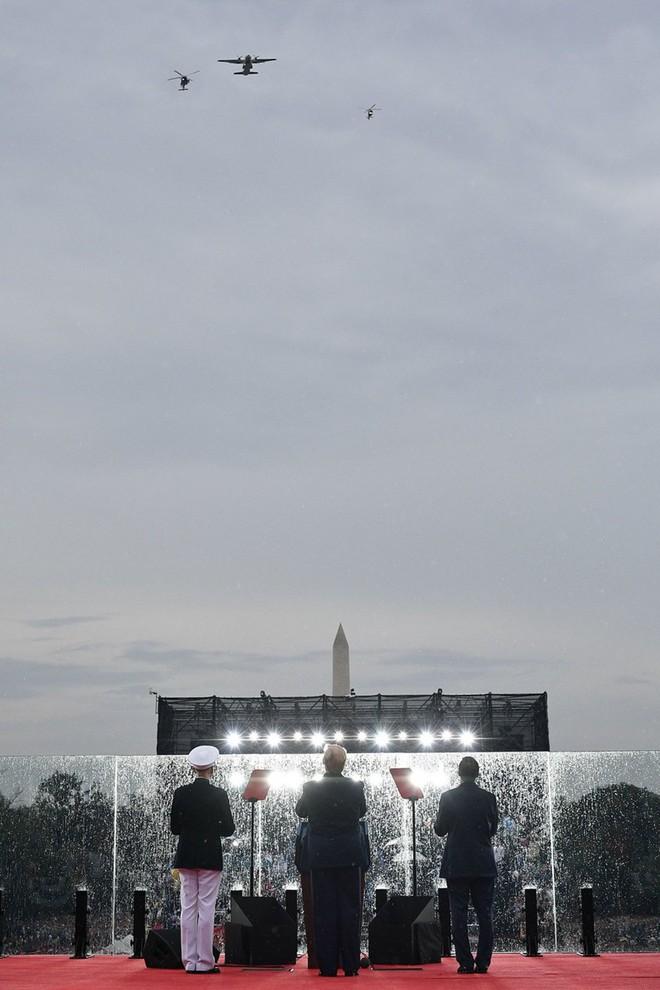 """Mỹ khoe dàn vũ khí """"khủng"""" trong ngày Quốc khánh - Ảnh 2."""