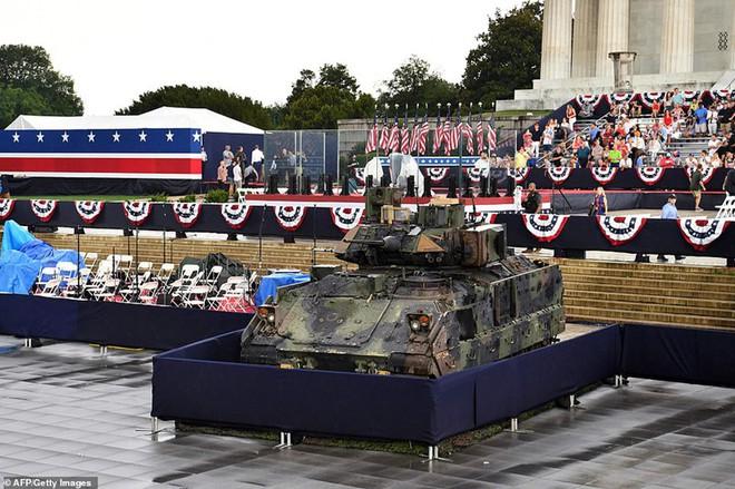 """Mỹ khoe dàn vũ khí """"khủng"""" trong ngày Quốc khánh - Ảnh 12."""