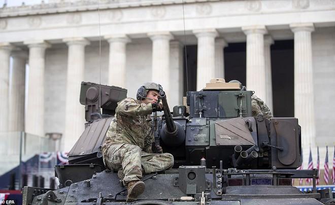 """Mỹ khoe dàn vũ khí """"khủng"""" trong ngày Quốc khánh - Ảnh 13."""