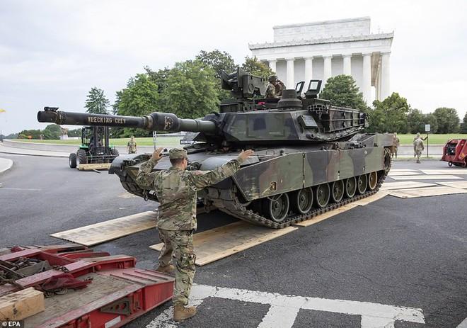 """Mỹ khoe dàn vũ khí """"khủng"""" trong ngày Quốc khánh - Ảnh 14."""