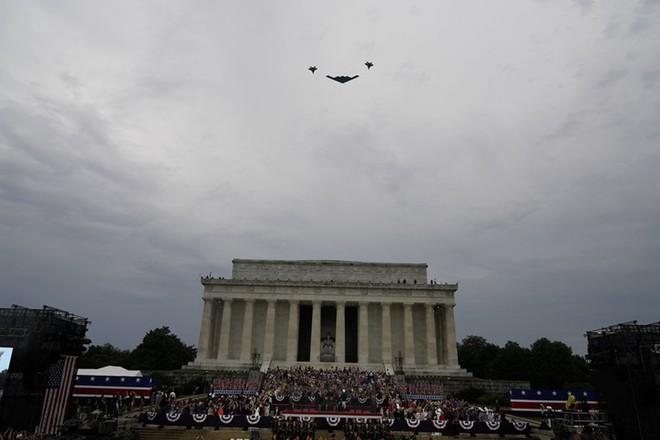 """Mỹ khoe dàn vũ khí """"khủng"""" trong ngày Quốc khánh - Ảnh 4."""