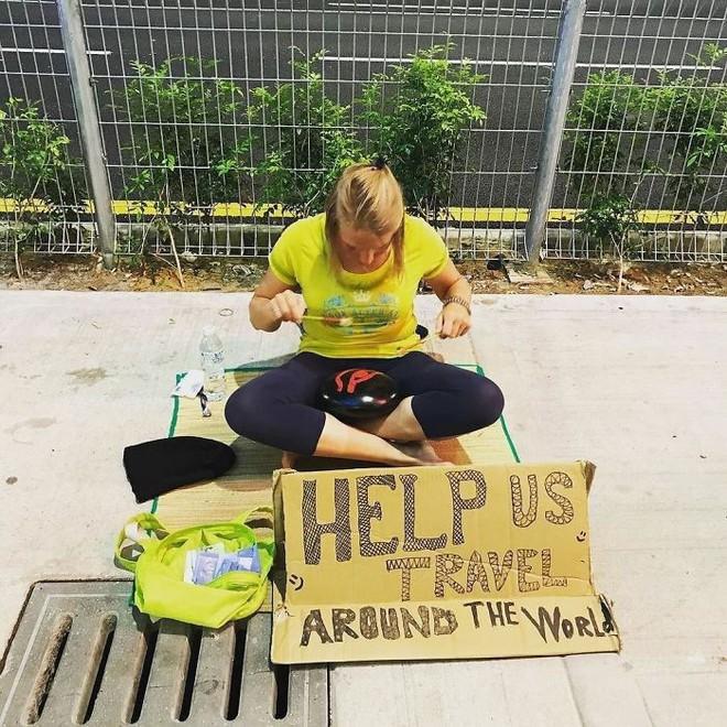 Loạt ảnh về đại dịch Tây ba lô ăn xin đang lan truyền khắp châu Á: Hãy cho tôi tiền đi vòng quanh thế giới - Ảnh 5.