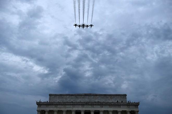 """Mỹ khoe dàn vũ khí """"khủng"""" trong ngày Quốc khánh - Ảnh 9."""