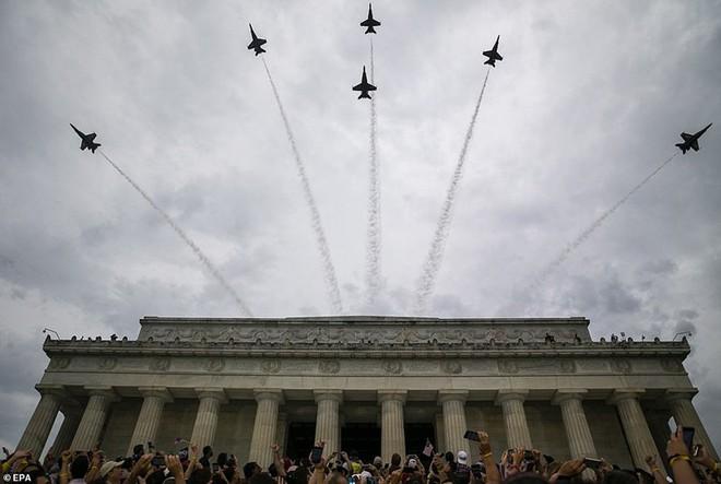 """Mỹ khoe dàn vũ khí """"khủng"""" trong ngày Quốc khánh - Ảnh 10."""