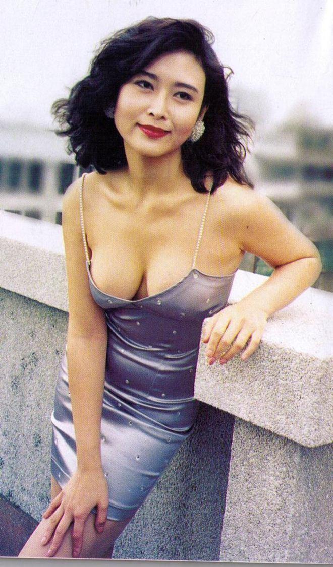 Hoa hậu phim nóng Hong Kong: Đổi đời nhờ lấy đại gia, có con gái bốc lửa hơn cả mẹ - Ảnh 2.