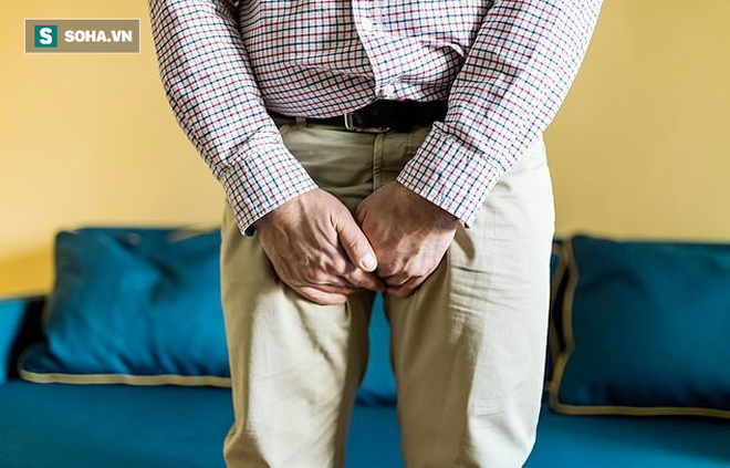 """Ung thư bàng quang di căn sang dương vật, cụ ông 81 tuổi khổ sở """"chào cờ"""" suốt 3 tháng - Ảnh 1."""