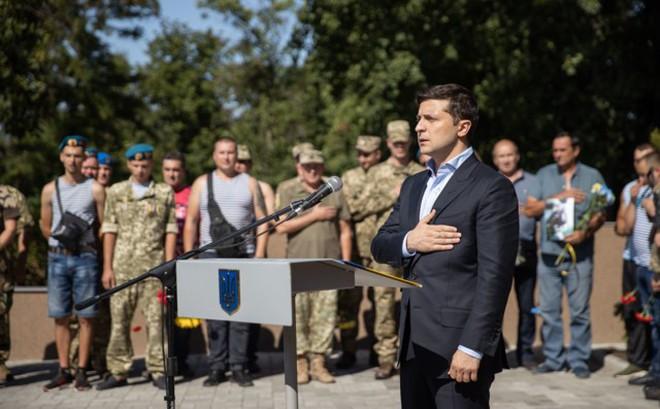 Thăm Donbass lần 3, TT Ukraine bất ngờ được hưởng ứng nhiệt liệt vì 1 câu nói liên quan đến Nga