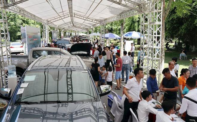 Hàng trăm ô tô cũ, mới góp mặt tại hội chợ xe đầu tiên ở phía Bắc