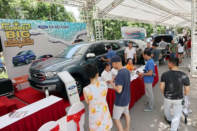 Hàng trăm ô tô cũ, mới góp mặt tại hội chợ xe đầu tiên ở phía Bắc - Ảnh 1.