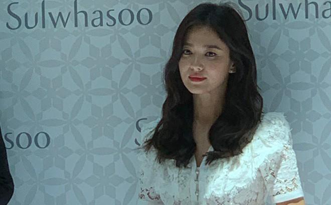 HOT: Song Hye Kyo lần đầu xuất hiện sau ly hôn, sụt cân nghiêm trọng ai cũng đau lòng