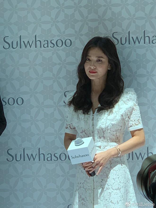 HOT: Song Hye Kyo lần đầu xuất hiện sau ly hôn, sụt cân nghiêm trọng ai cũng đau lòng - Ảnh 4.
