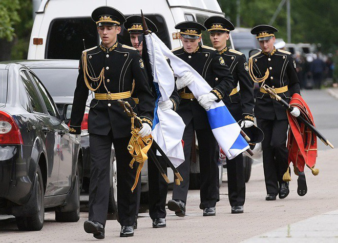 Hé lộ vị trí chôn cất đặc biệt của 14 thủy thủ tàu ngầm Nga - Ảnh 1.