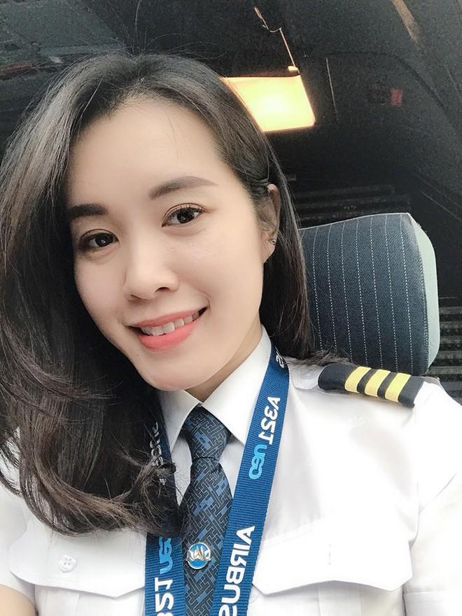 Nữ cơ phó 9x xinh đẹp: Từng không nghĩ sẽ làm phi công - Ảnh 1.