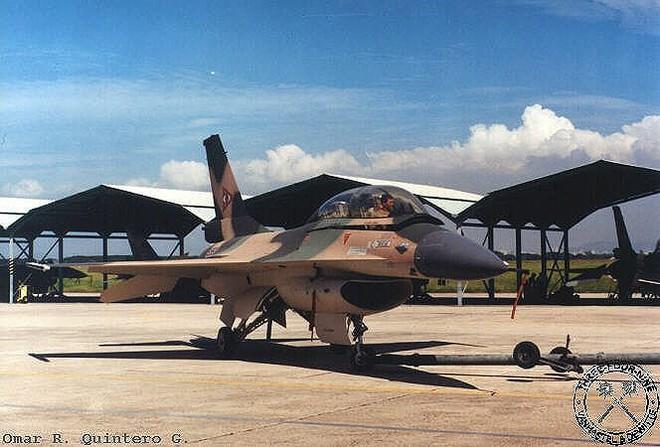 Chiến đấu cơ F-16 bay trên bầu trời Venezuela trong ngày quốc khánh - Ảnh 18.