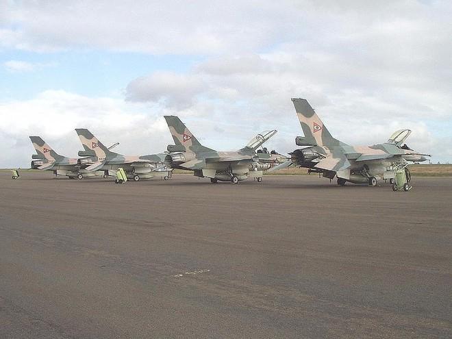 Chiến đấu cơ F-16 bay trên bầu trời Venezuela trong ngày quốc khánh - Ảnh 19.