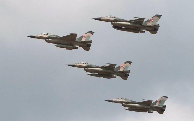 Chiến đấu cơ F-16 bay trên bầu trời Venezuela trong ngày quốc khánh - Ảnh 3.