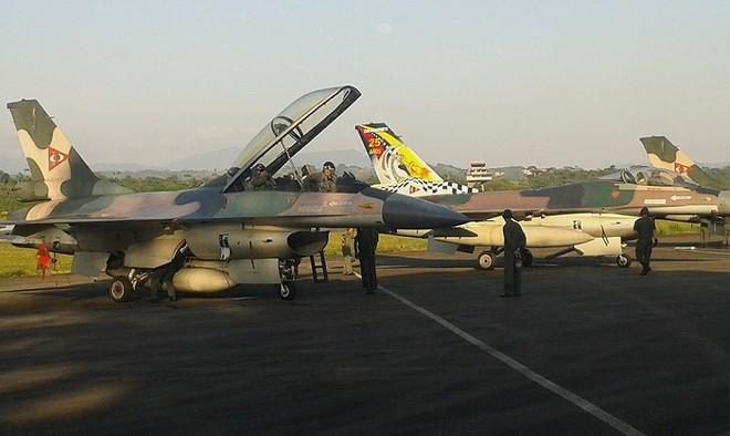 Chiến đấu cơ F-16 bay trên bầu trời Venezuela trong ngày quốc khánh - Ảnh 4.