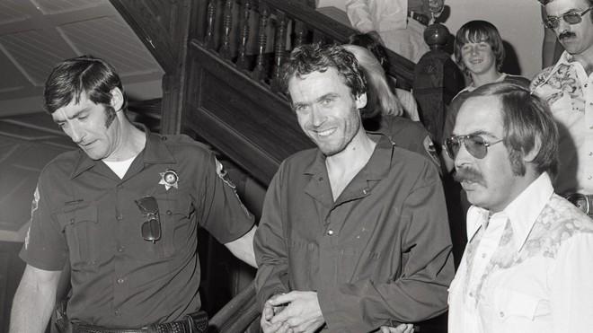 Ted Bundy: Đằng sau vẻ đẹp trai của sinh viên luật tài hoa là tên sát nhân khét tiếng, giết hơn 30 cô gái có ngoại hình giống bạn gái cũ - Ảnh 10.