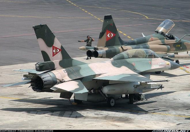 Chiến đấu cơ F-16 bay trên bầu trời Venezuela trong ngày quốc khánh - Ảnh 10.