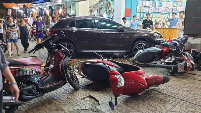 Người phụ nữ điều khiển xe Mercedes gây tai nạn liên hoàn khai có bằng nhưng bị mất - Ảnh 1.