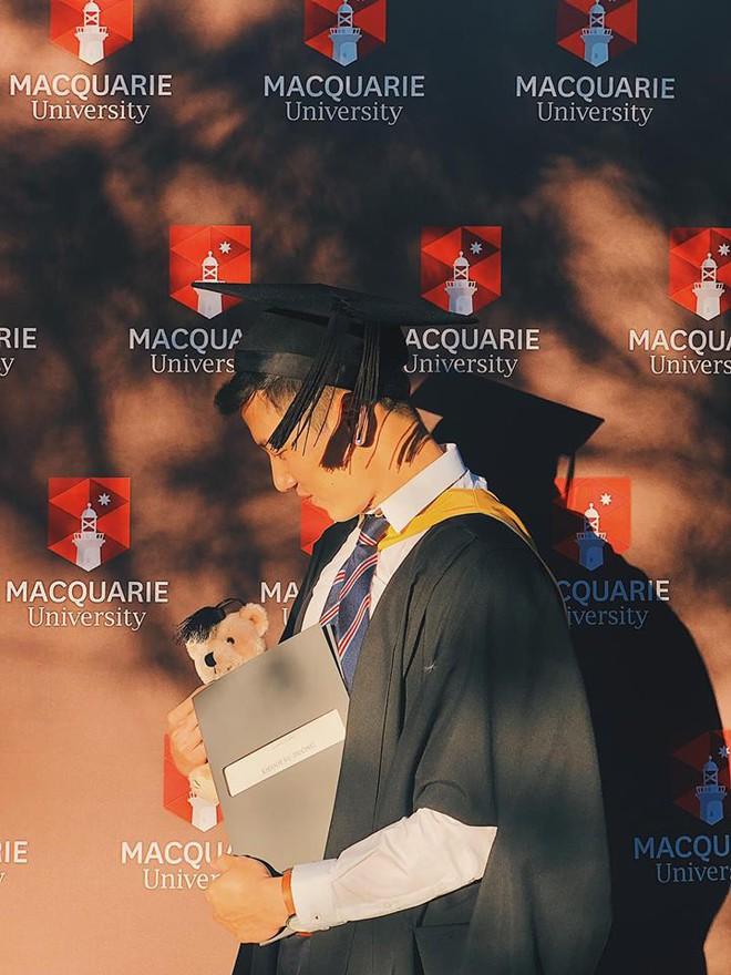 Thầy giáo Việt hot nhất MXH những ngày qua: Đẹp trai cao ráo như người mẫu, là thạc sĩ Ngôn ngữ tại Úc - Ảnh 2.