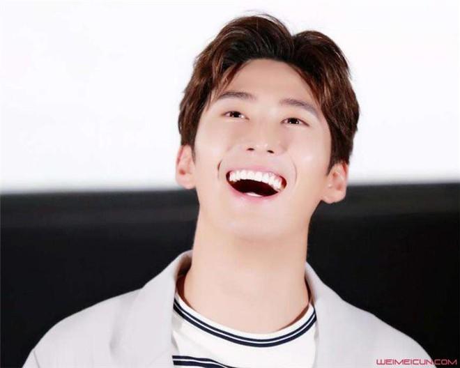 Các ngôi sao thường có nụ cười tỏa nắng: Đây là bí quyết nếu bạn muốn có hàm răng trắng - Ảnh 1.