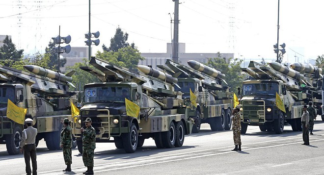 Với quả bom hạt nhân treo lơ lửng: Iran đã lỡm cả thế giới ra sao? - Ảnh 1.