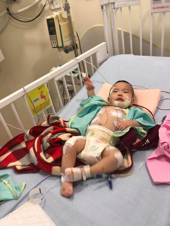 Thanh Lam, Trọng Tấn, Tùng Dương cùng loạt sao Việt chung tay giúp đỡ con trai đồng nghiệp đang ở giữa ranh giới sinh tử vì mắc bệnh hiếm - Ảnh 3.